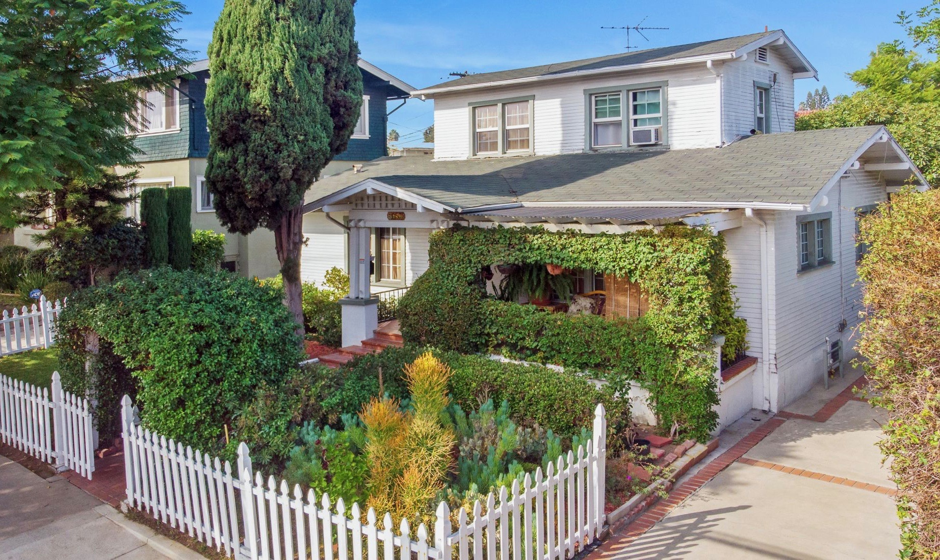 JUST LISTED: Craftsman Bungalow in Wilshire Park HPOZ