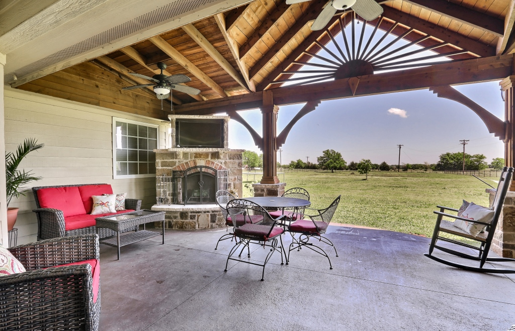 BEAUTIFUL HOME FOR SALE IN CADDO MILLS TEXAS - FireBoss Realty