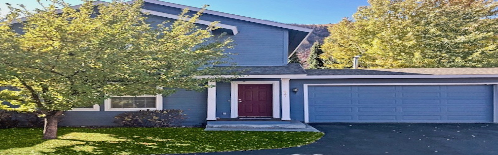 Convenient 2-story Townhome In Hailey, ID with VIEWS!