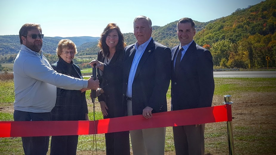 COUNTY EXECUTIVE MARC MOLINARO, SHERIFF BUTCH ANDERSON & LOCAL OFFICIALS OPEN SILO RIDGE'S ARTISAN'S PARK OVERLOOK — NEW PARK ON DELAVERGNE HILL HIGHLIGHTS THE SPECTACULAR AND OFT-PHOTOGRAPHED VIEW