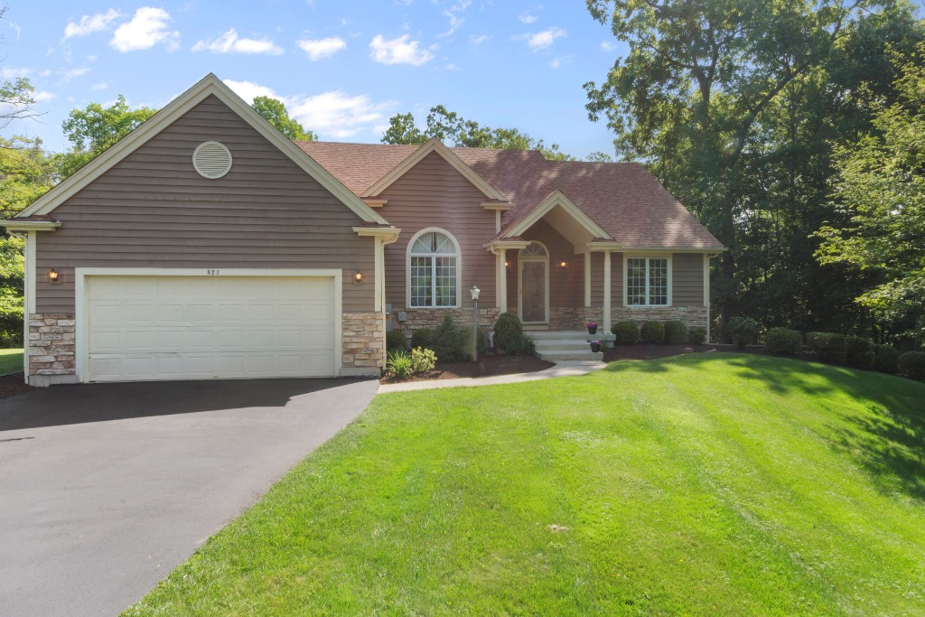 SOLD! Bright 4BR Open Concept Ranch On a Very Private and Spacious Lot | 821 Legend Dr, Geneva National WI