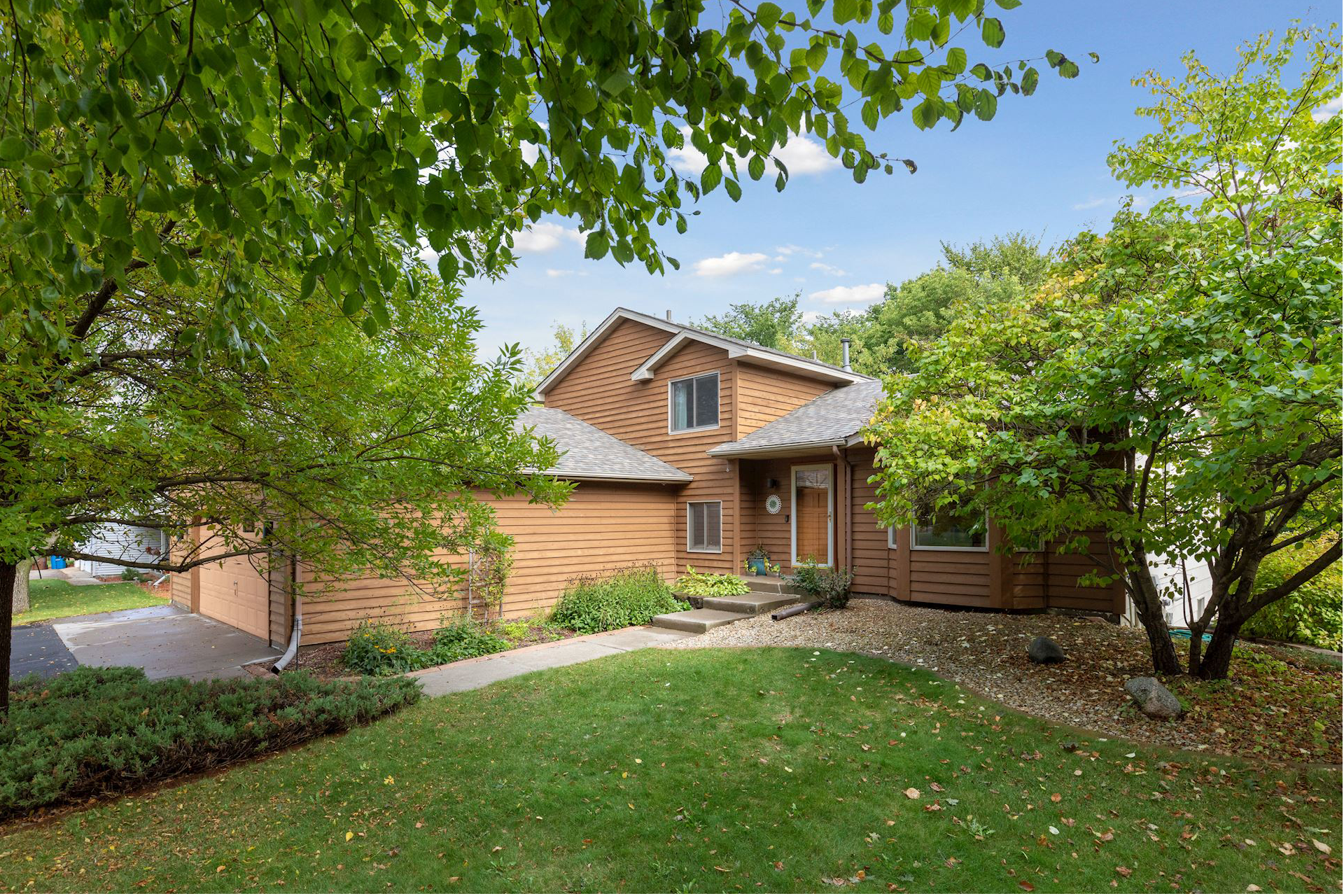 Welcome Home to 8724 Pineview Lane, Maple Grove