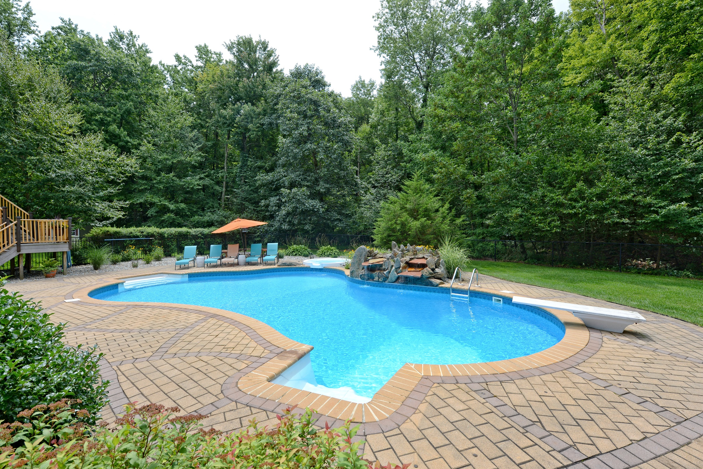 SPARTA – Gorgeous 5 Bedroom Colonial w/ In-Ground Pool!