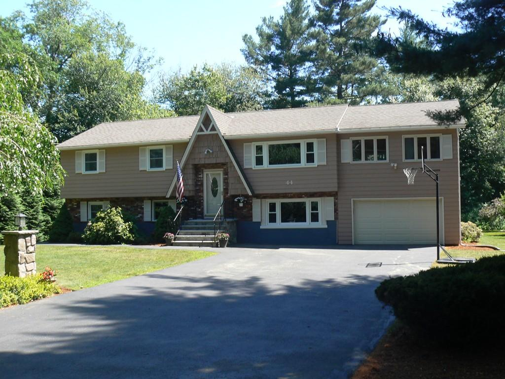 44 Mohawk Drive Tewksbury, MA - Commonwealth Properties Real Estate Melrose, MA