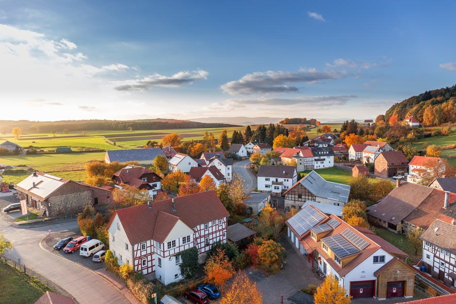 Informed Seller: 11 Market Considerations To Assess Before Selling