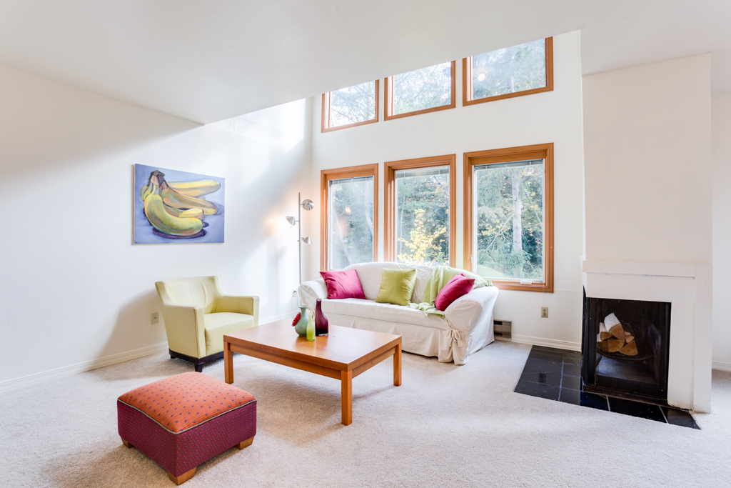 Pending: Magnolia Condo at 3423 W Government Way #4, Seattle 98199