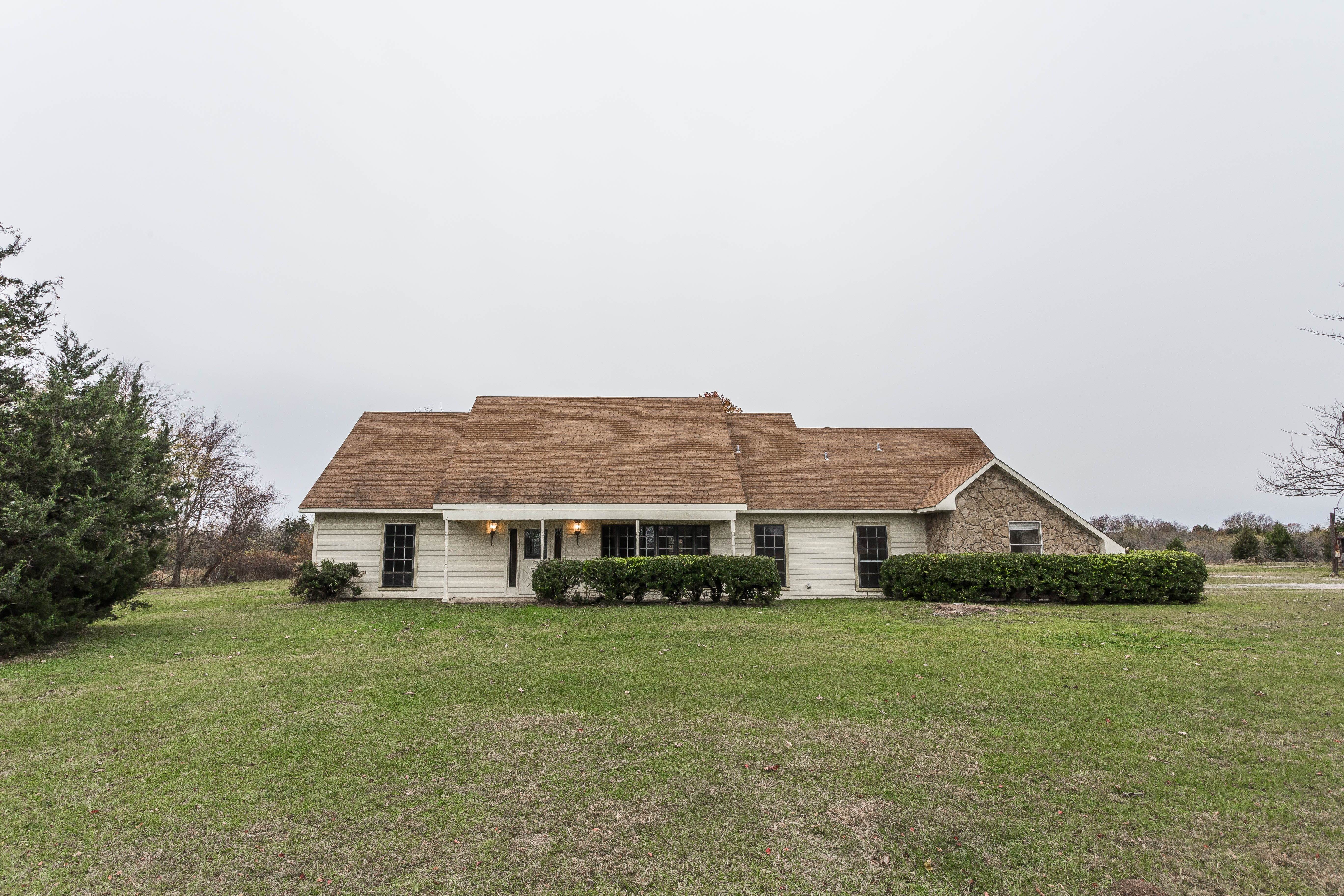 Price Reduced! 4 Acres Country Living Abode in Corsicana TX