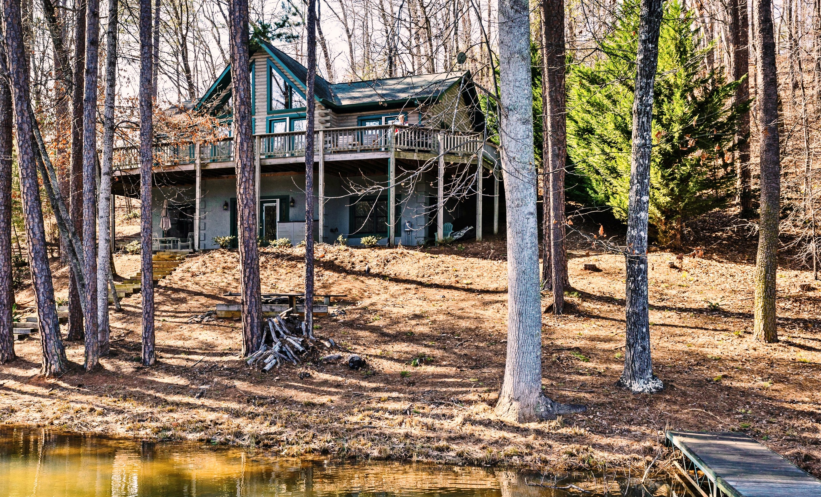 Lake Adger, Mill Spring NC: Lakefront log cabin for sale
