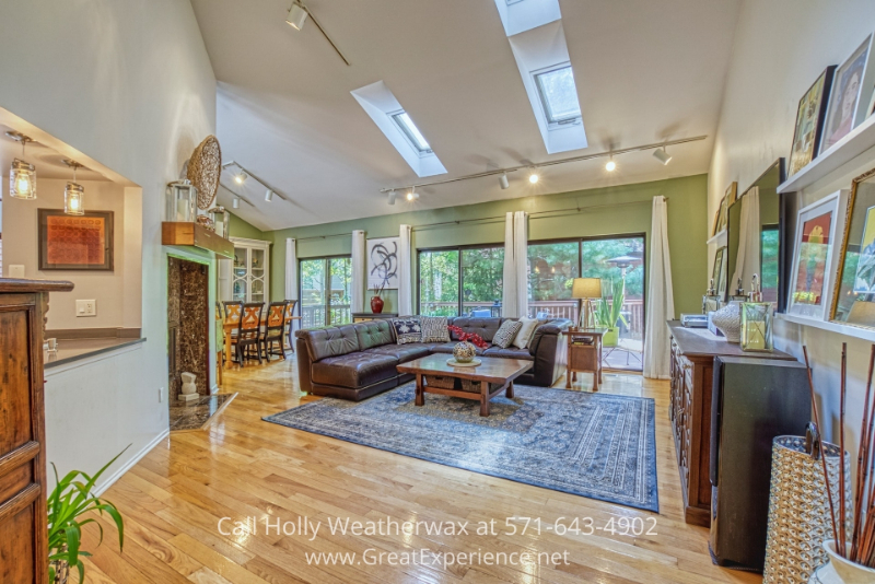 Reston VA real estate for sale- Enjoy the convenience and luxury of modern living in this gorgeous Reston VA lakefront home.