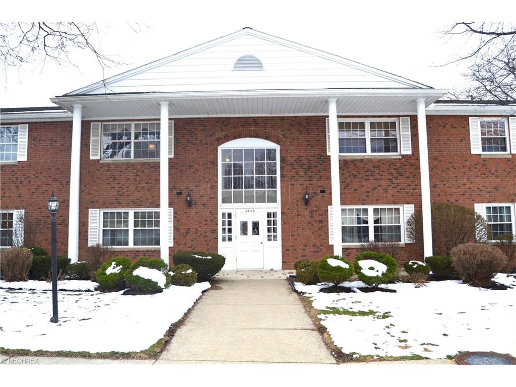 A Gorgeous Condo Unit in Rocky River is Waiting for You to Take Ownership!