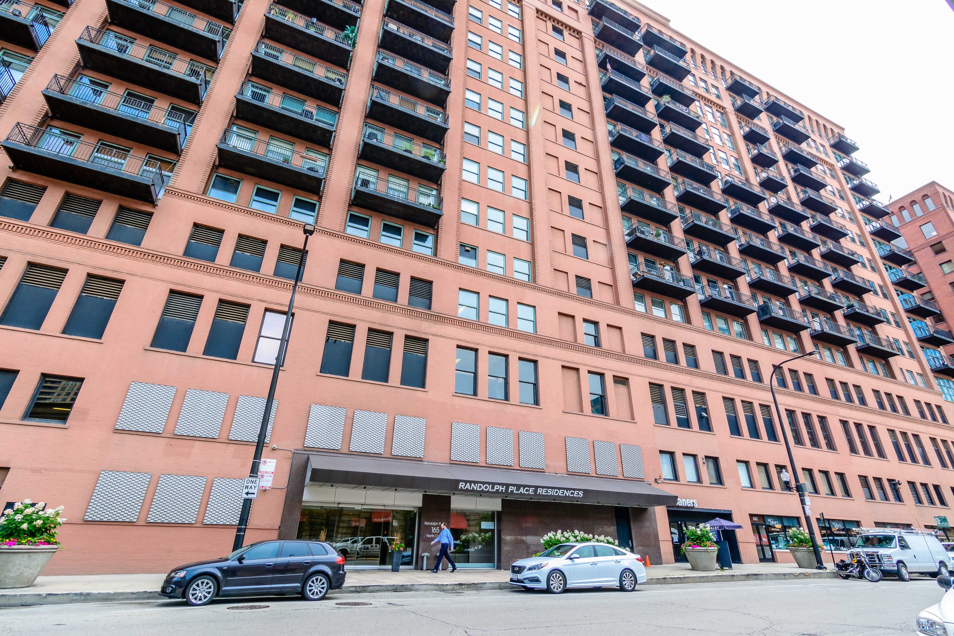 Just Listed: 165 Canal St, Chicago – Superb Two Bedroom Condo in the Heart of Everything!