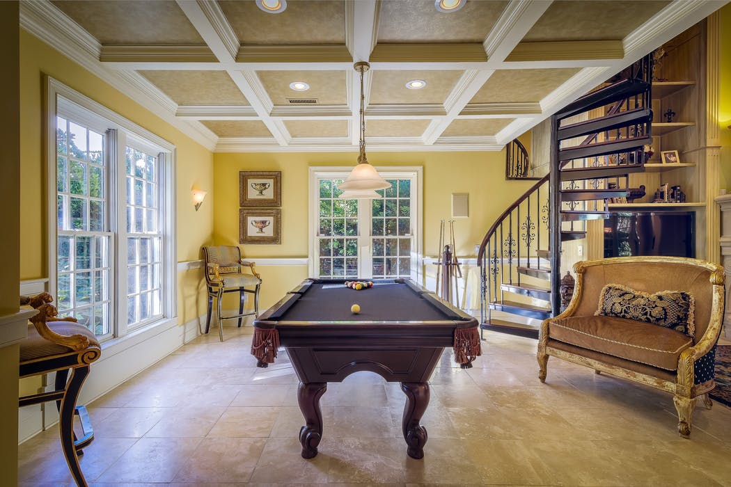 Sellers Agent Helping You Sell Your House - Sell your pool table